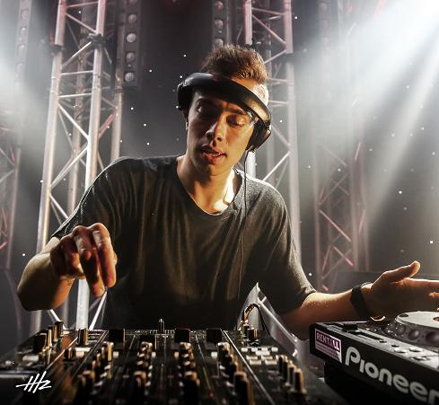 05 HEADHUNTERZ_JOb